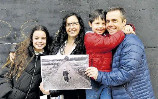 LA FOTO DE ELOI, UN NIÑO CORUÑÉS QUE VENCIÓ AL CÁNCER